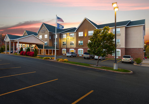 Country Inn & Suites - Marquette