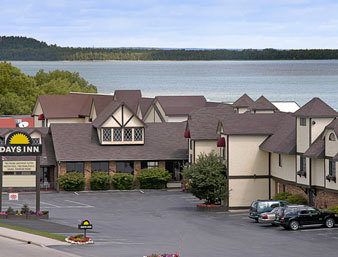 Days Inn & Suites - Lakefront St Ignace